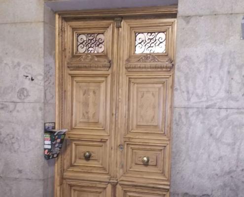 restauración de puerta antigua