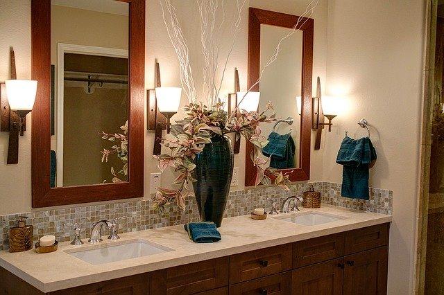 mueble de lavabo a medida bajo encimera de mármol