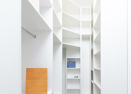 Interior de armario a medida blanco
