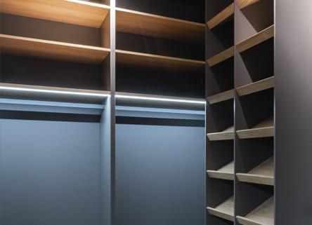 Interior de armario a medida oscuro